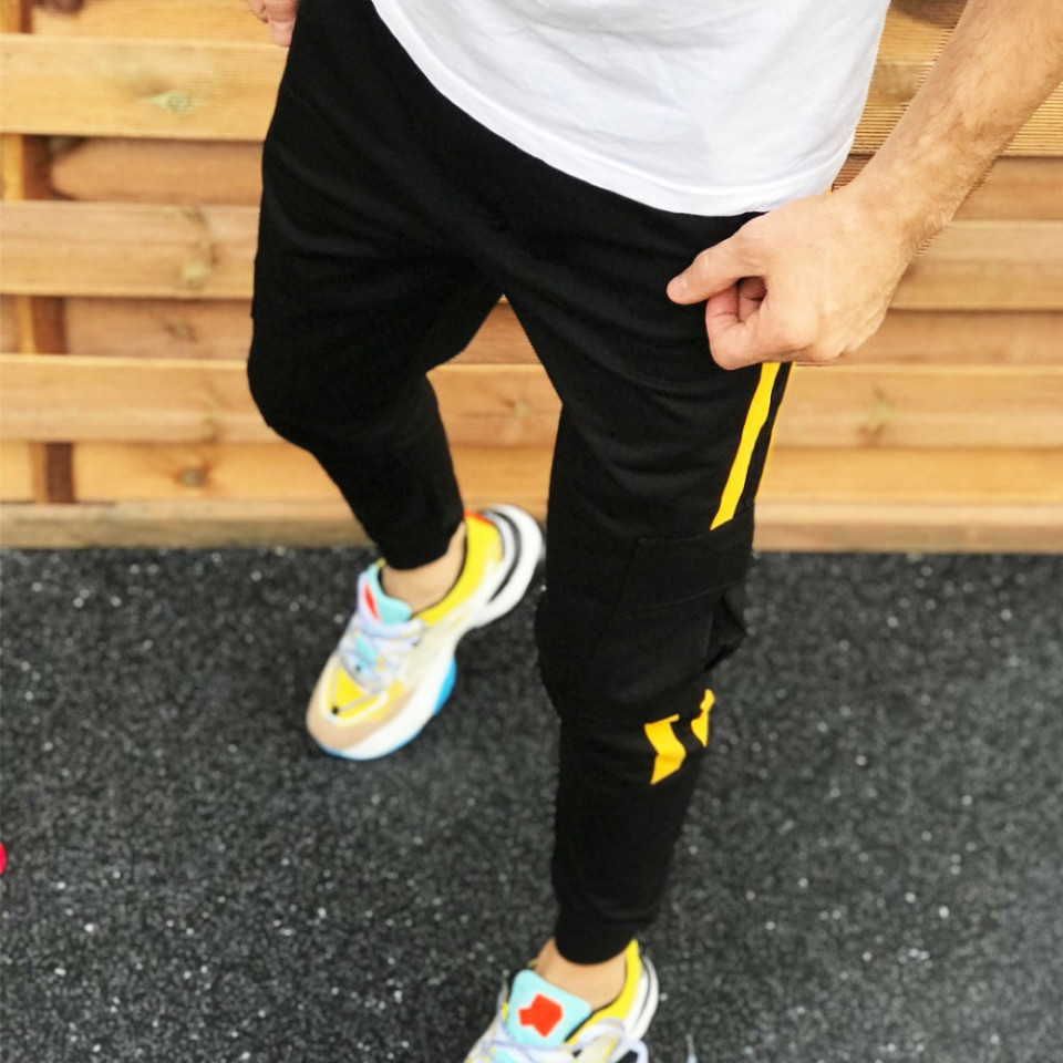Pantaloni barbati casual negri, conici, cu dungi laterale galbene