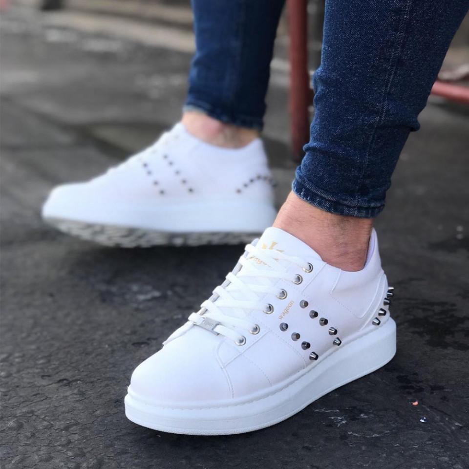 Pantofi sport barbati premium albi, cu aplicatii metalice, talpa foarte usoara