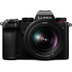 Panasonic Lumix S5 com lente de 20-60mm