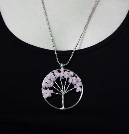 Lantisor Copac roz