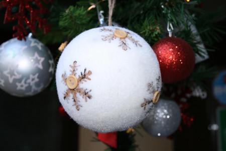 Set 2 globuri albe model fulgi