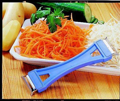 Dispozitiv special de curatat si taiat legumele