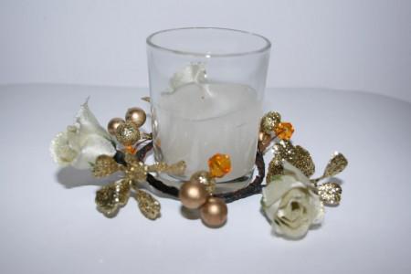 Lumanare cu trandafiri albi