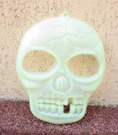 Craniu fosforescent suspendat