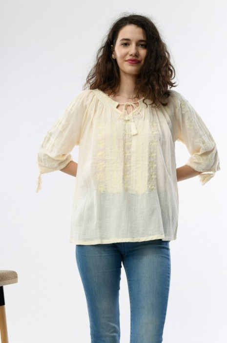 Bluza traditionala dama, maneca trei sferturi, cu broderie bej
