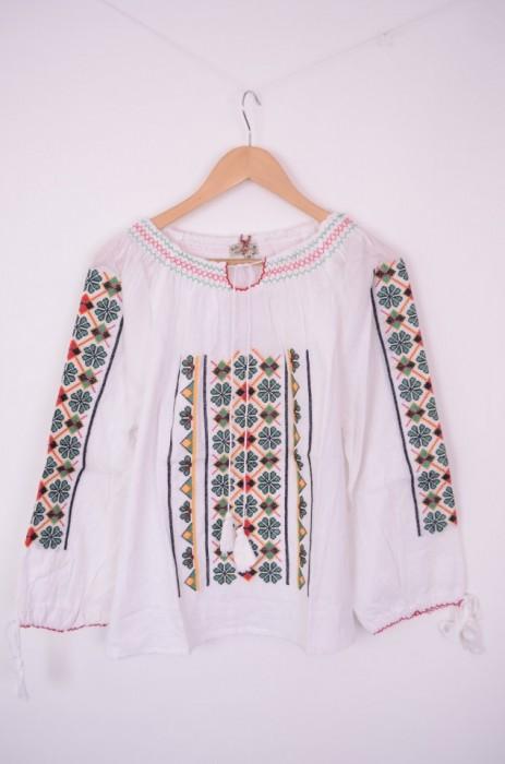 Bluza traditionala de dama cu broderie, engros