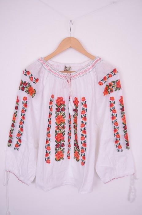 Bluza de dama cu broderie colorata, engros