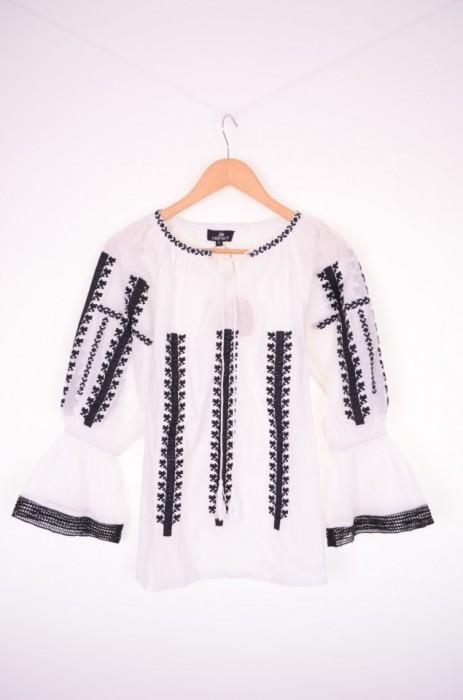 Bluza traditionala de dama, cu maneca 3/4, broderie neagra, engros