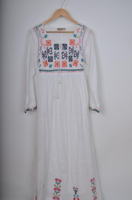 Rochie lunga cu broderie colorata, engros
