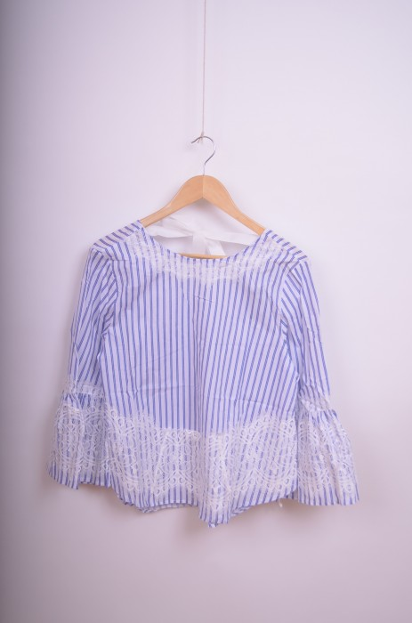 Bluza dama in dungi, cu detaliu dantela si fundita la spate, engros