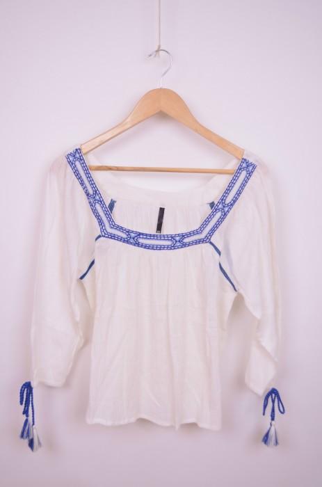 Bluza de dama cu broderie albastra, engros