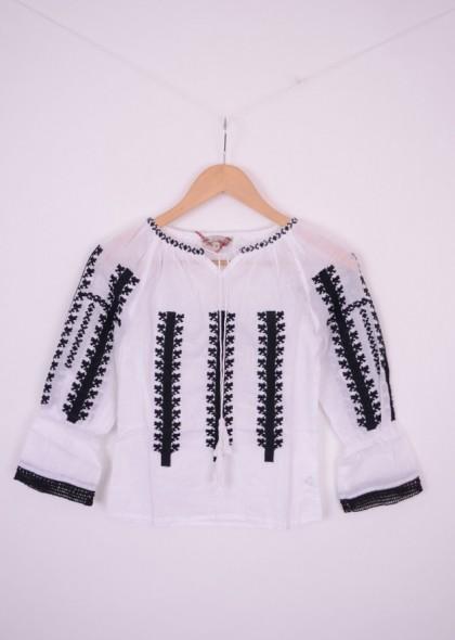 Bluza traditionala de fetite cu broderie neagra si dantela, engros