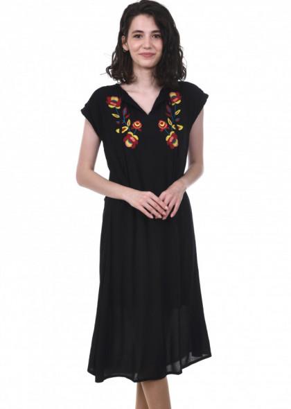 Rochie neagra cu broderie florala