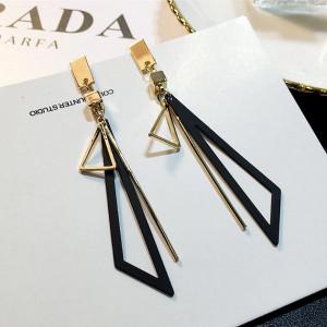 Дамски обеци, black triangle - златист цвят CD034