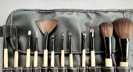 Set machiaj cu trusa 180 culori + corector 15 nuante + 12 pensule bobbi brown