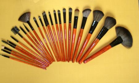 Trusa machiaj farduri 183 culori 24 pensule fond de ten corector concealer