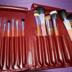 Set 22 pensule machiaj make up profesionale par natural cu borseta pliabila