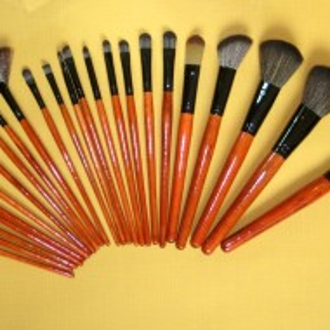Trusa machiaj farduri 96 culori 24 pensule fond de ten corector concealer