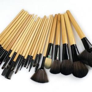 Trusa machiaj farduri 180 culori + 24 pensule make up + fond de ten + ruj