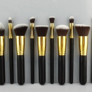 Trusa machiaj 180 culori + 10 pensule kabuki