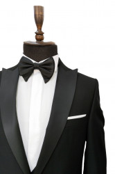 Costum negru ceremonie