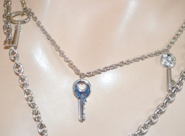 COLLANA donna girocollo catena catenina argento con ciondoli chiavi e lucchetti con strass 133