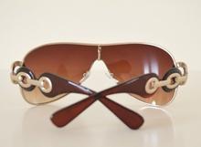 Occhiali da sole donna marrone con cerchi in metallo argento BB35