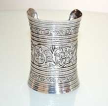 Bracciale rigido argento etnico a schiava donna sexy brunito zigrinato alto 10 cm A5