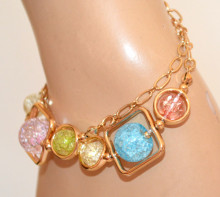 BRACCIALE donna oro dorato ciondoli charms pietre rosa azzurre verdi gialle elegante N8