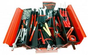 Trusa de scule pentru mecanici marca Kronus din 133 piese in cutie de tabla cu 5 compartimente