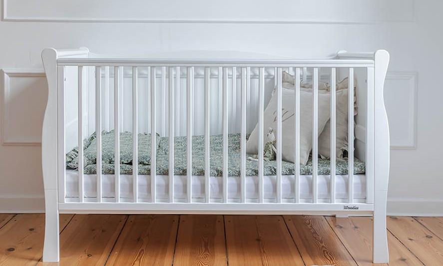 Drewniane-atestowane-lozeczko-dzieciece-i-niemowlece-Noble-Cot-Bed-140x70-Woodies-Safe-Dreams-atestowane-meble-dla-dzieci-wyprawka-dla-noworodka-lozeczko-dla-trzylatka-10%20%281%29.jpg