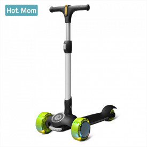 Hot Mom Wind Rider Black - Trotineta Pentru Copii 2 - 9 ani, Structura Robusta, Ghidon Flexibil, Usor de Manevrat, Pana la 50 kg
