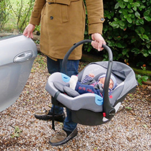 Scoica Auto Copii Hot Mom, din grupa 0+ (0-13 kg), ofera siguranta maxima si protectie permanenta