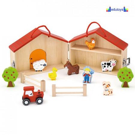 Drvena kucica farma, sa drvenim figurama