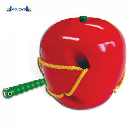 Pertlanje crv u jabuci