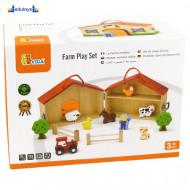 Drvena kućica farma, sa drvenim figurama