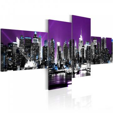 Tablou - New York on a violet background