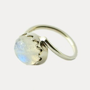 Inel de argint cu piatra lunii Inside