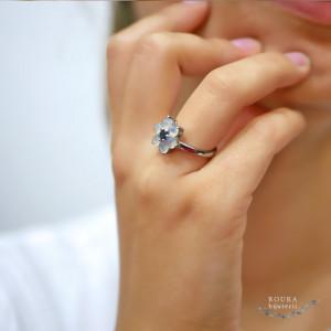 inel de argint floral cu topaz si opale