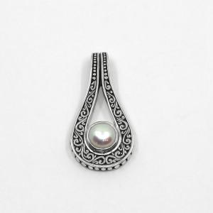 Pandantiv de argint cu perlă Nomi