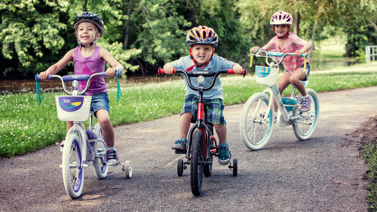De ce este important ca cel mic să învețe repede să meargă pe bicicletă?