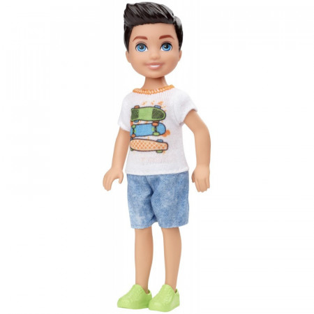 Papusa baiat brunet cu tricou cu skateboard Barbie Club Chelsea