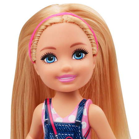 Papusa fata blonda in rochie de blugi Barbie Club Chelsea