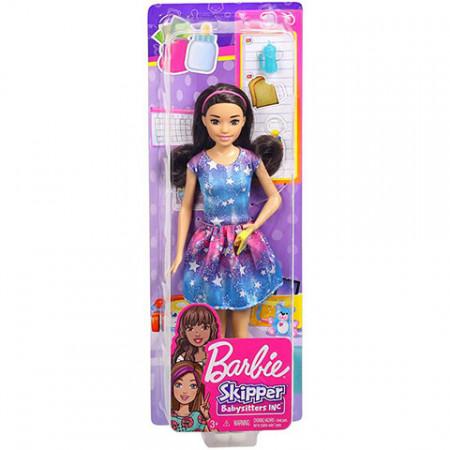 Set papusa Barbie bruneta cu rochie roz-albastra si accesorii Barbie Skipper Babysitter