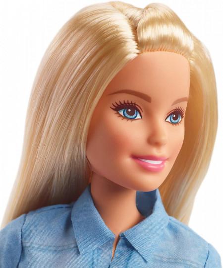 Papusa Barbie blonda cu rochie de blugi Barbie Dreamhouse Adventures