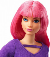 Papusa Barbie cu par roz si pulover mov Barbie Dreamhouse Adventures