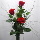 Trío de Rosas con decoración romántica