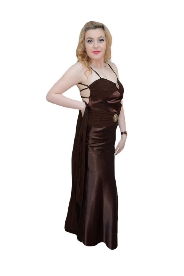 vânzare Statele Unite online produs nou potrivire clasică Rochie lunga de seara, nuanta maro, cu o croiala deosebita