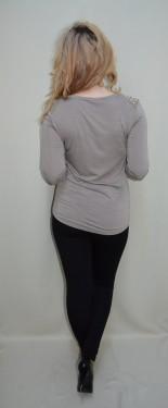 Bluza deosebita, nuanta de nisipiu, strasuri fashion aplicate