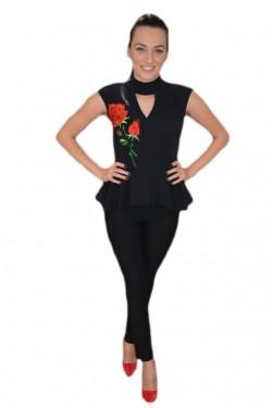 Poze Bluza fashion neagra cu peplum in talie si broderie florala in fata